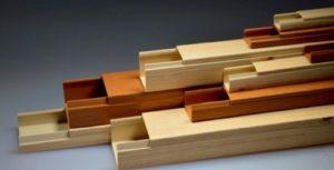 Изготавливаются из пластика или металла в широком ассортименте, что позволяет выбрать вариант, идеально вписывающийся в интерьер.