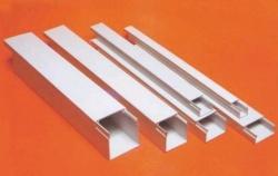 Пластиковый профиль значительно дешевле металлических аналогов. При этом в качестве он им ничуть не уступает.