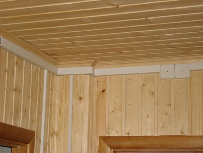 Кабель канал в деревянном доме